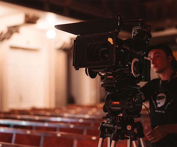 What Are The Factors That You Should Consider When Hiring A Camera Crew?